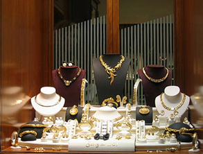 ​8 TIPS TO IMPROVE YOUR JEWELRY DISPLAY AND SELL MORE